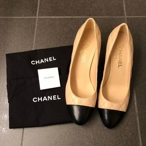 Chanel beige cap toe Quilted pumps shoes 39